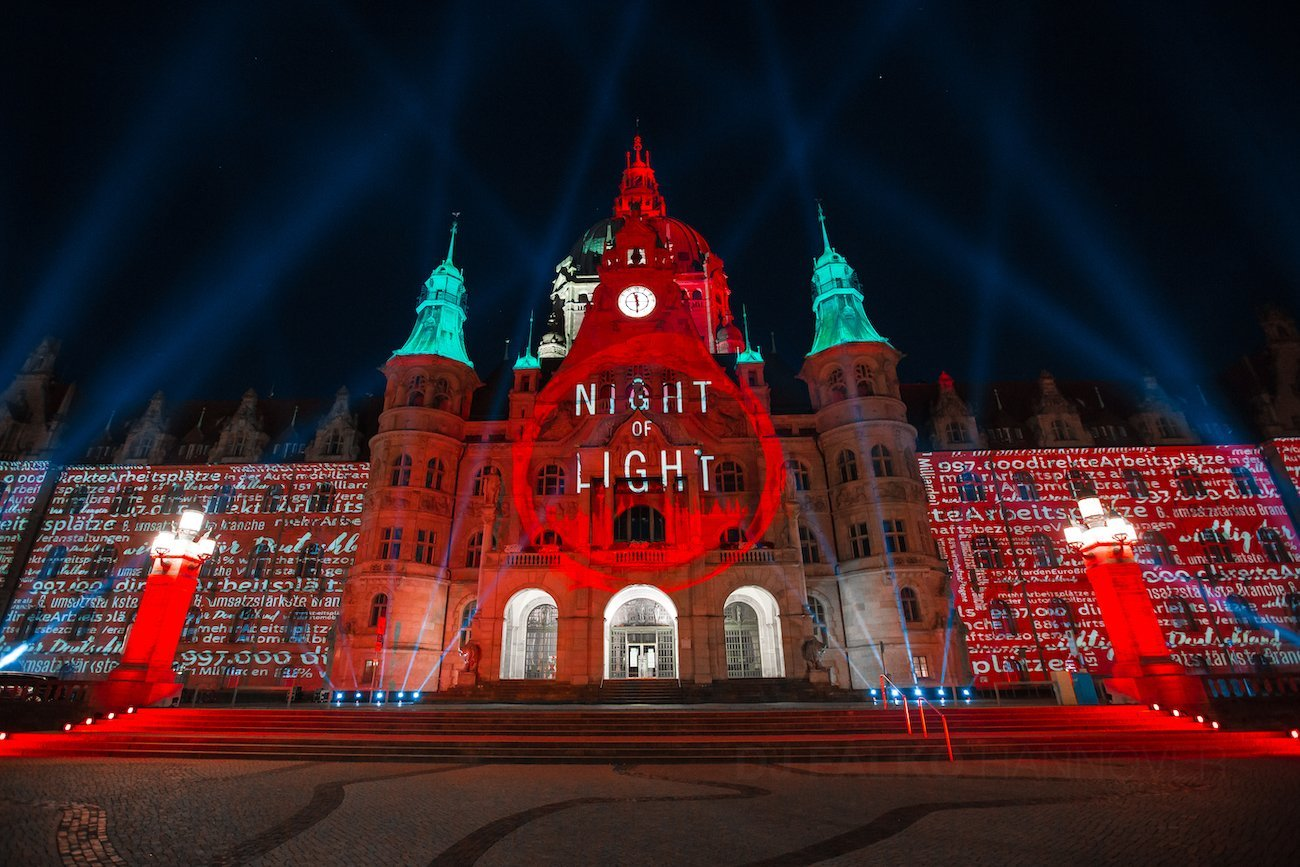 Hannover Rathaus Night of Light Rot Beleuchtet Event mit DJ Falko 01
