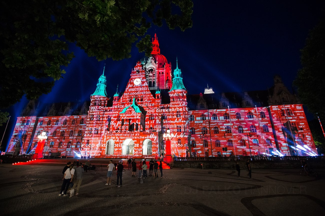 Hannover Rathaus Night of Light Rot Beleuchtet Event mit DJ Falko 02