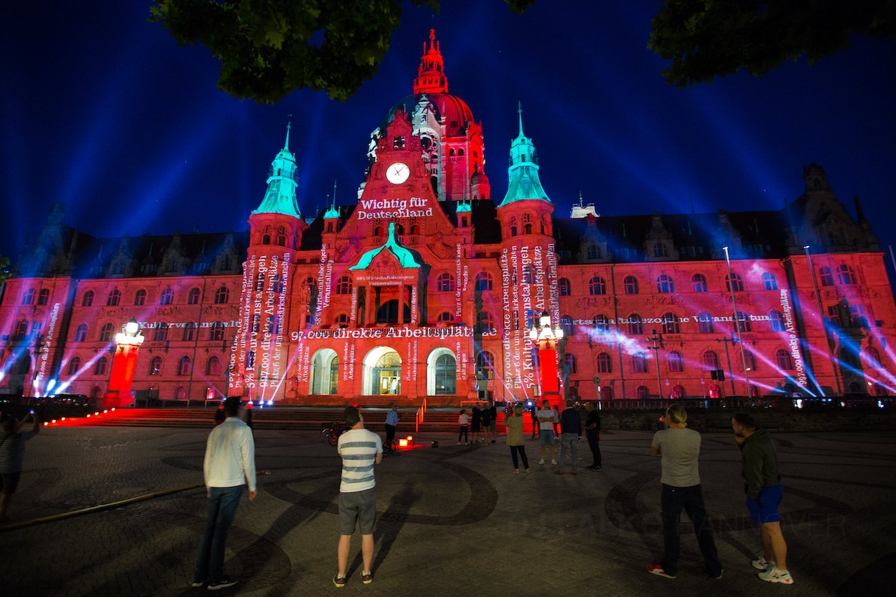 Hannover Rathaus Night of Light Rot Beleuchtet Event mit DJ Falko 03